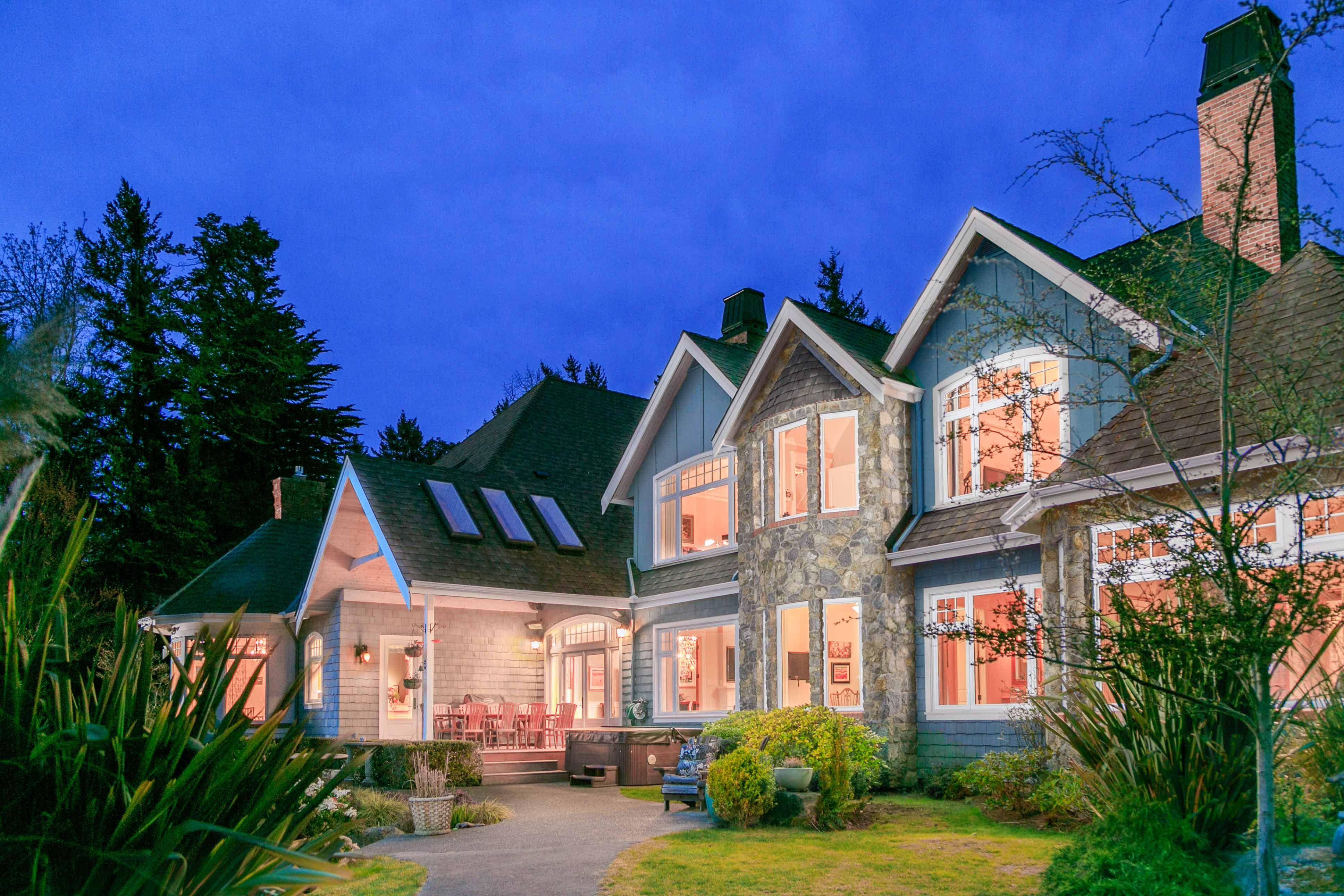 Luxury house photo - exterior