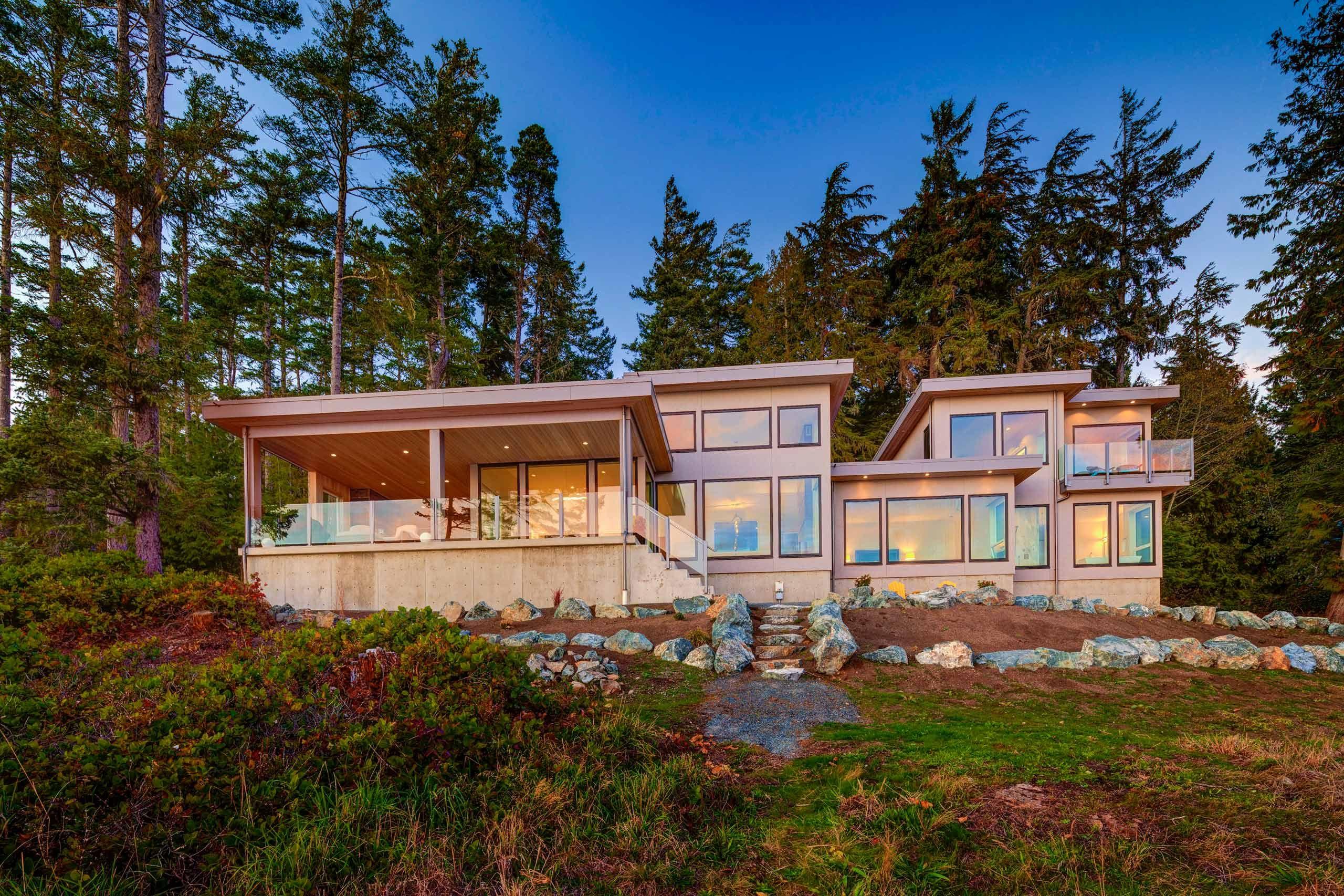 Luxury house photo - exterior ocean facing