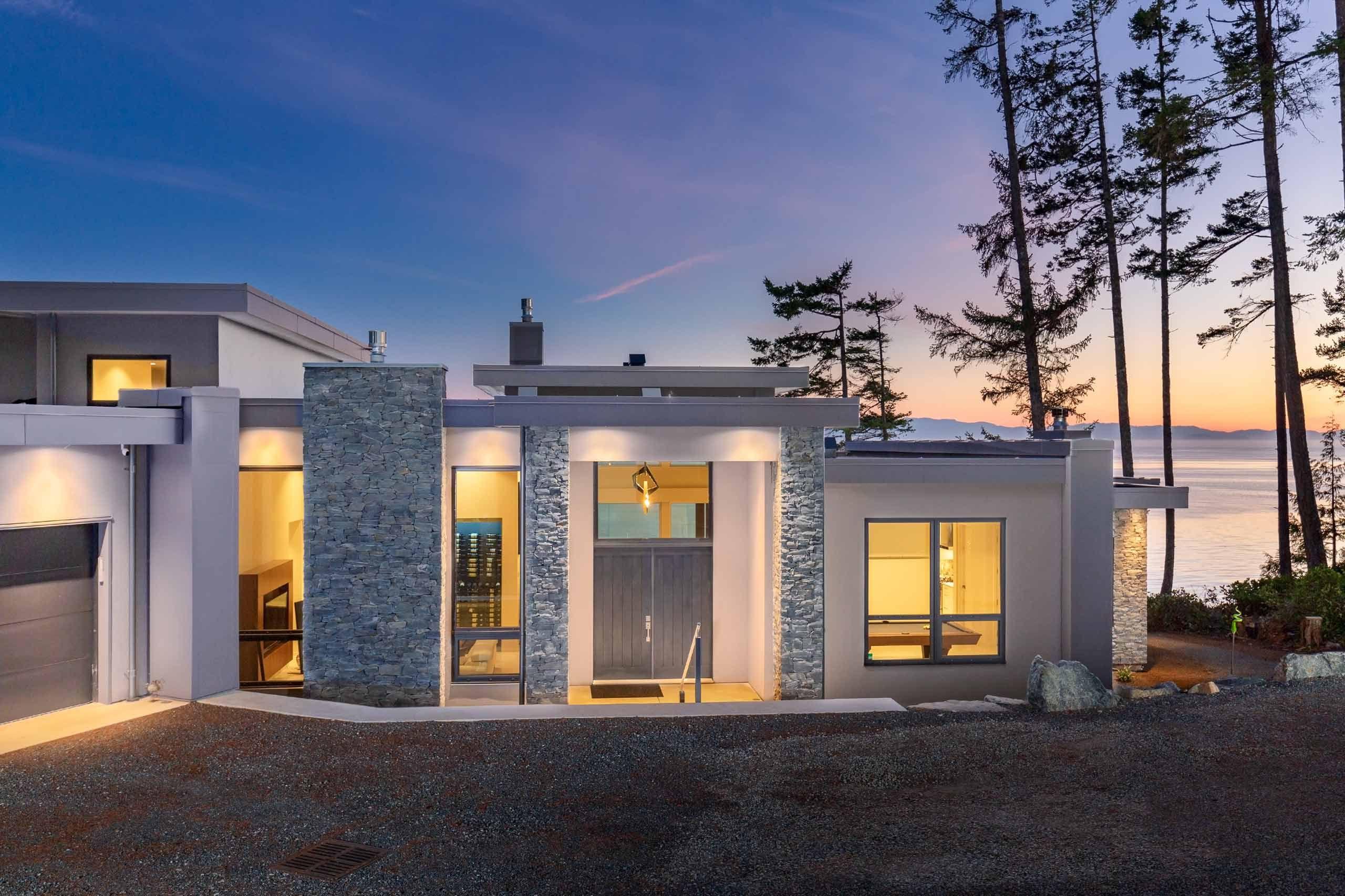 Luxury house photo - exterior entrance
