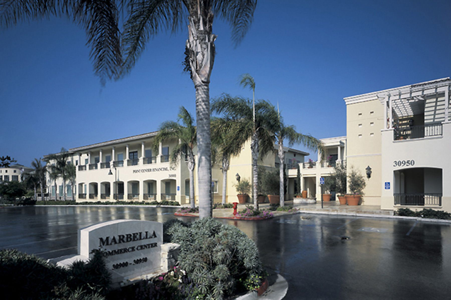 Marbella Commerce Center