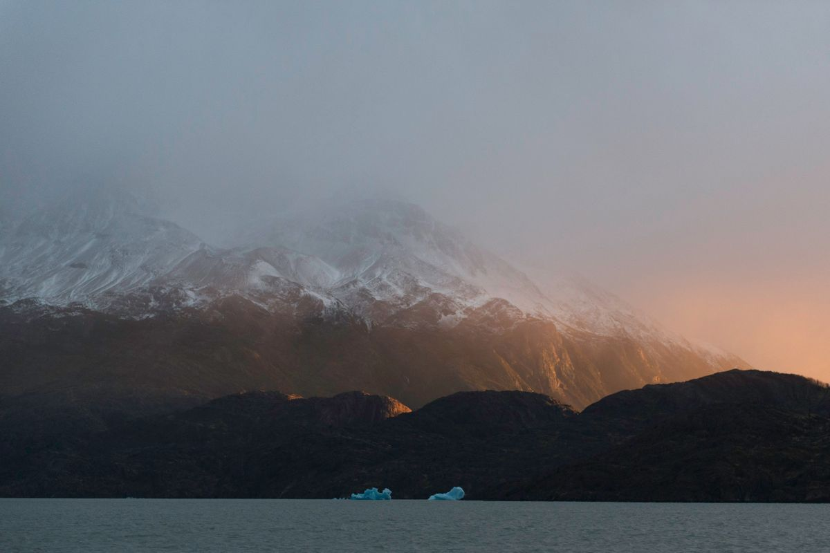 Icebergs Lago Grey.jpg