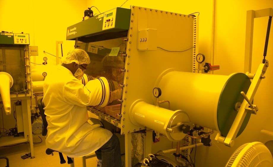 13_0_45_1Portrait_Lab_Science_050912_1112.jpg