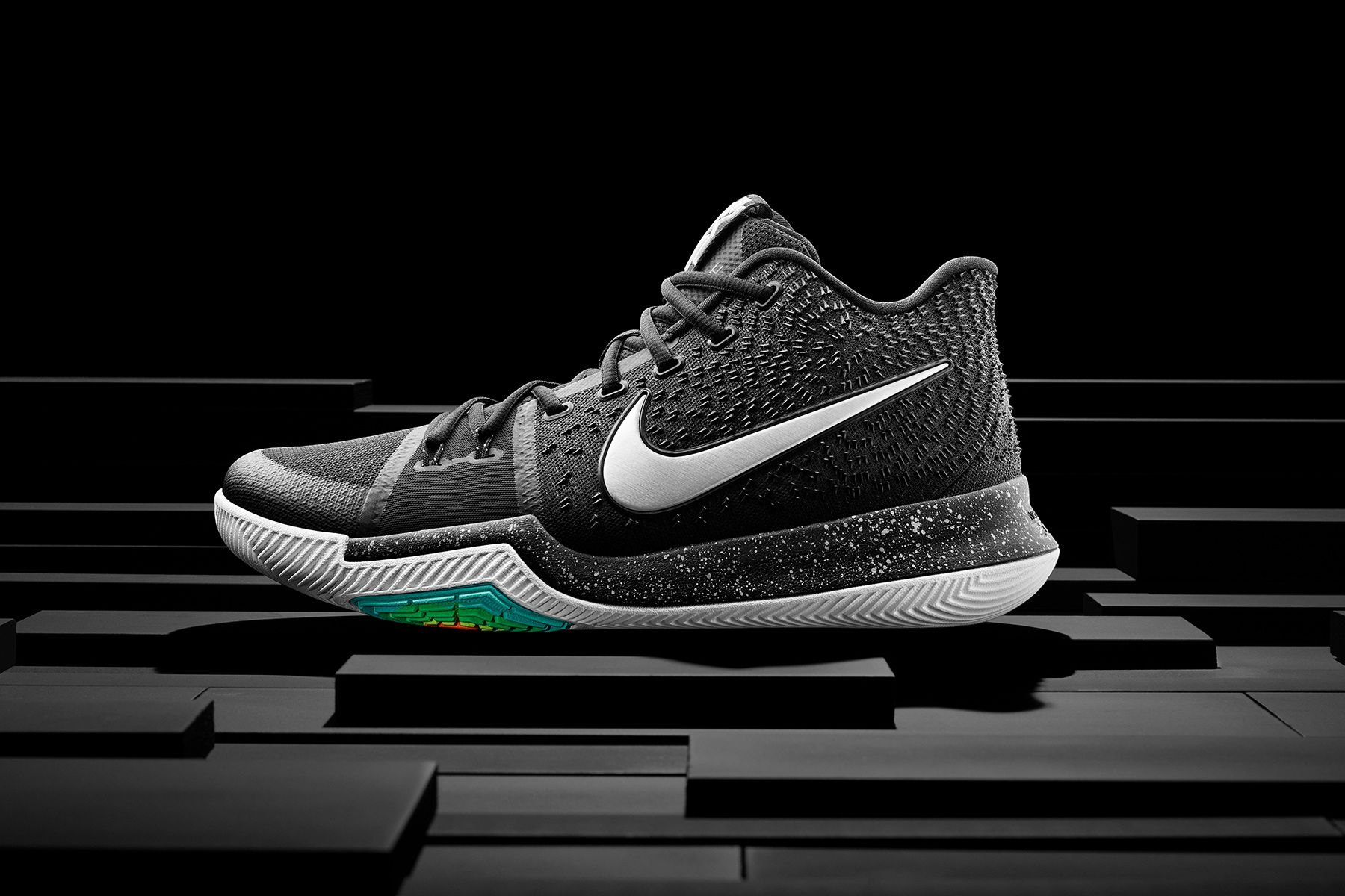 16-400_Nike_Kyrie_Hero_Single-01.jpg