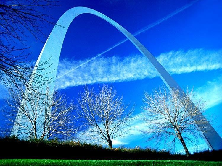 Gateway Arch & Vapor Trails, St. Louis