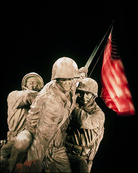 1Iwo_Jima_American_flag.jpg
