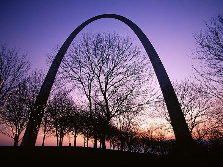 1St_Louis_Arch_morning.jpg