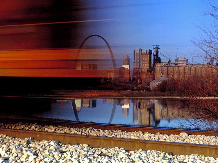 1St_Louis_Arch_train_caboose.jpg