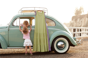 1twins_in_car_kiss
