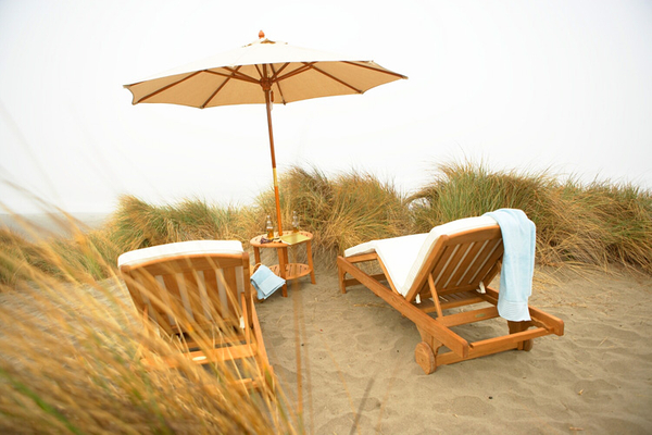 1chaises_on_beach