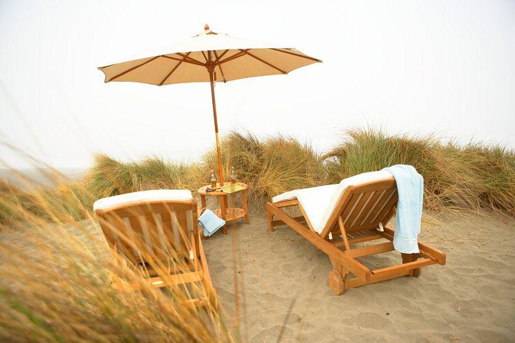 1chaises_on_beach