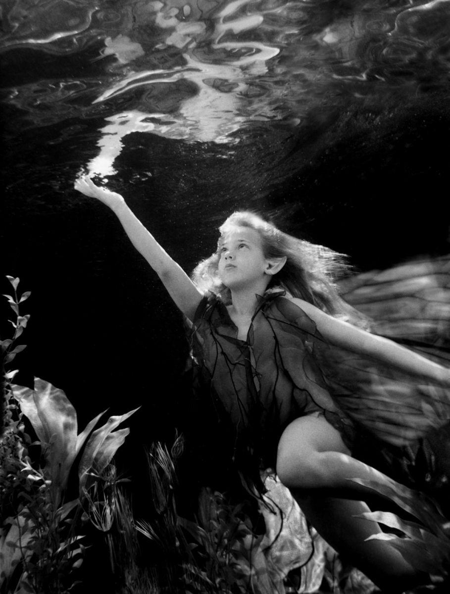 1r108_underwater_reaching_2.jpg