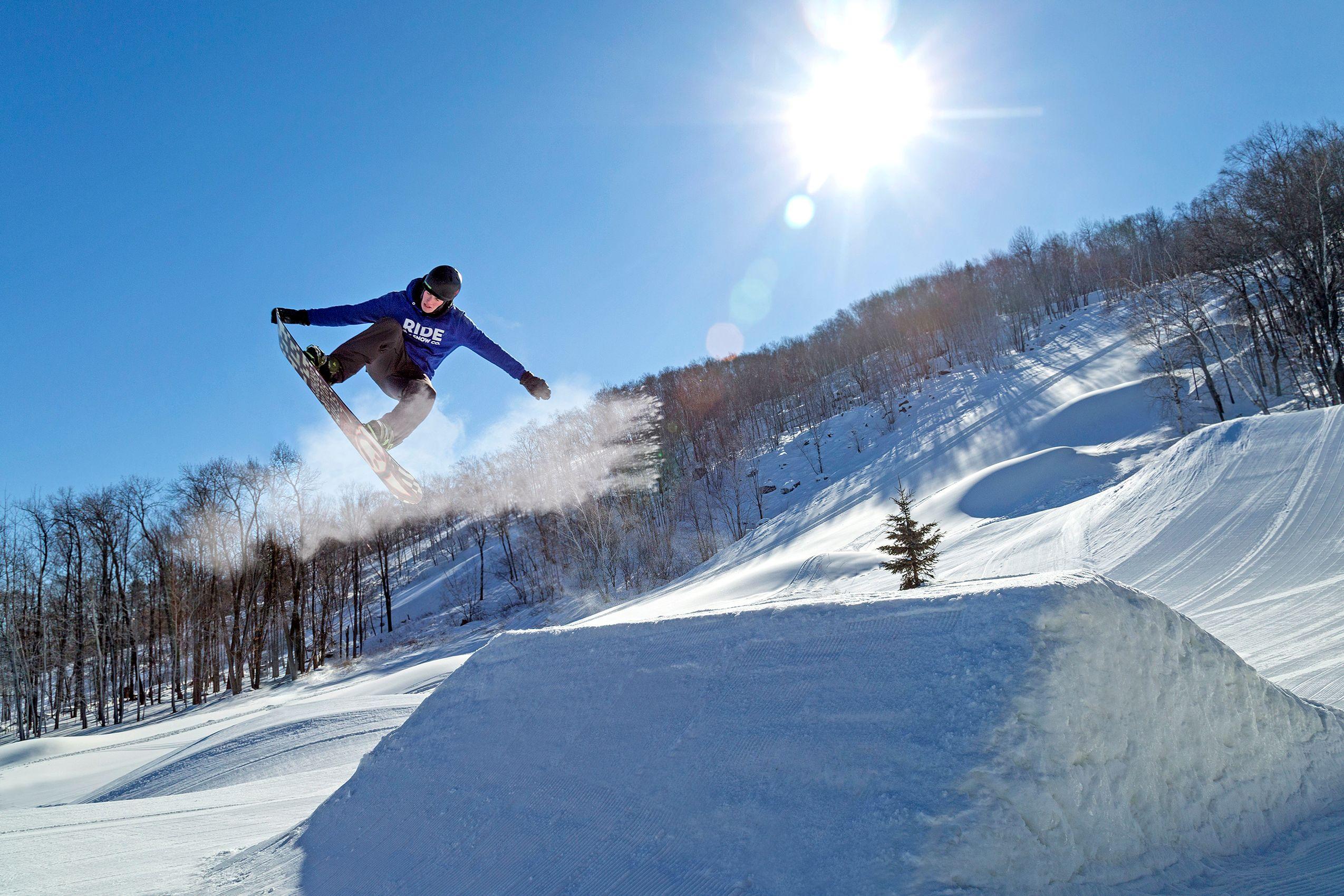 Snowboarding_ARP9715_W.jpg