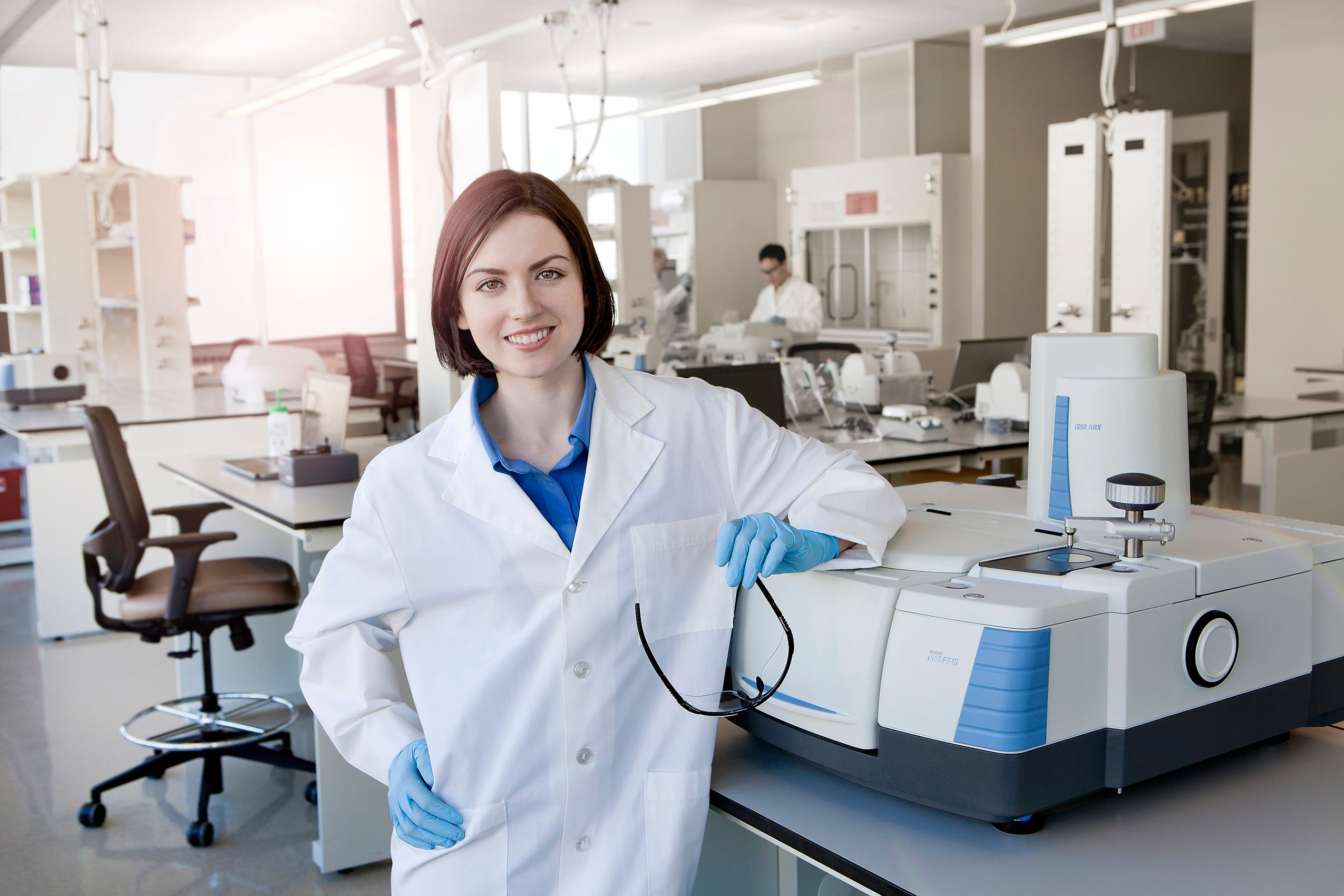 Girl_in_Lab_3067_FW.jpg