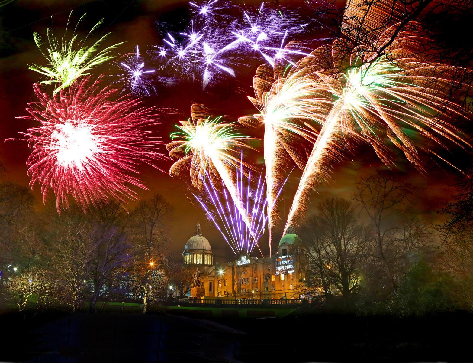 1hogmanay_fireworks1_mediuma