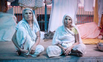 women_varanasi1_v05.jpg
