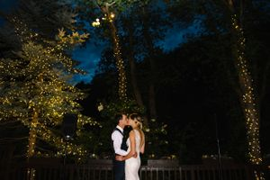 Claire_Scott_Millcreek_Inn_Salt_Lake_City_Utah_Kissing_While_Dancing.jpg
