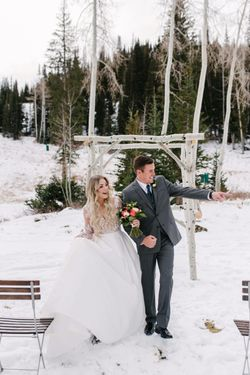 Rocky_Mountain_Bride_Winter_Elopement_Deer_Valley_Empire_Lodge_Deer_Valley_Resort_Park_City_Utah_Greeting_Guests.jpg