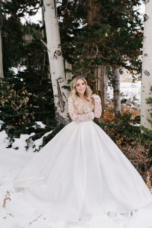 Rocky_Mountain_Bride_Winter_Elopement_Deer_Valley_Empire_Lodge_Deer_Valley_Resort_Park_City_Utah_Beautiful_Bride.jpg