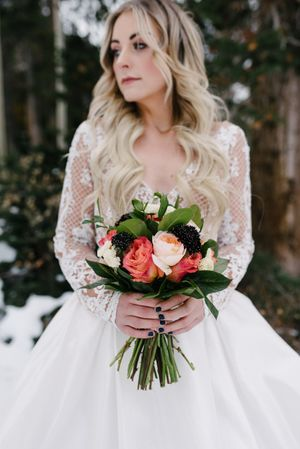 Rocky_Mountain_Bride_Winter_Elopement_Deer_Valley_Empire_Lodge_Deer_Valley_Resort_Park_City_Utah_Bride_Bridal_Bouquet.jpg