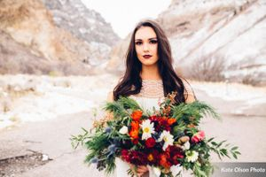 Romantic_Winter_Shoot_Bride_Holding_Stunning_Flowers.jpg