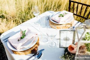 Charming_Barn_Wedding_Quiet_Meadow_Farms_Mapleton_Utah_Flower-Decked_Stylish_Table.jpg