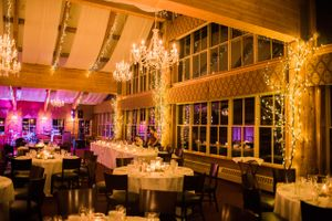Julia_Mark_Silver_Lake_Lodge_Deer_Valley_Resort_Park_City_Utah_Chandelier_Candle_Lit_Head_Table.jpg