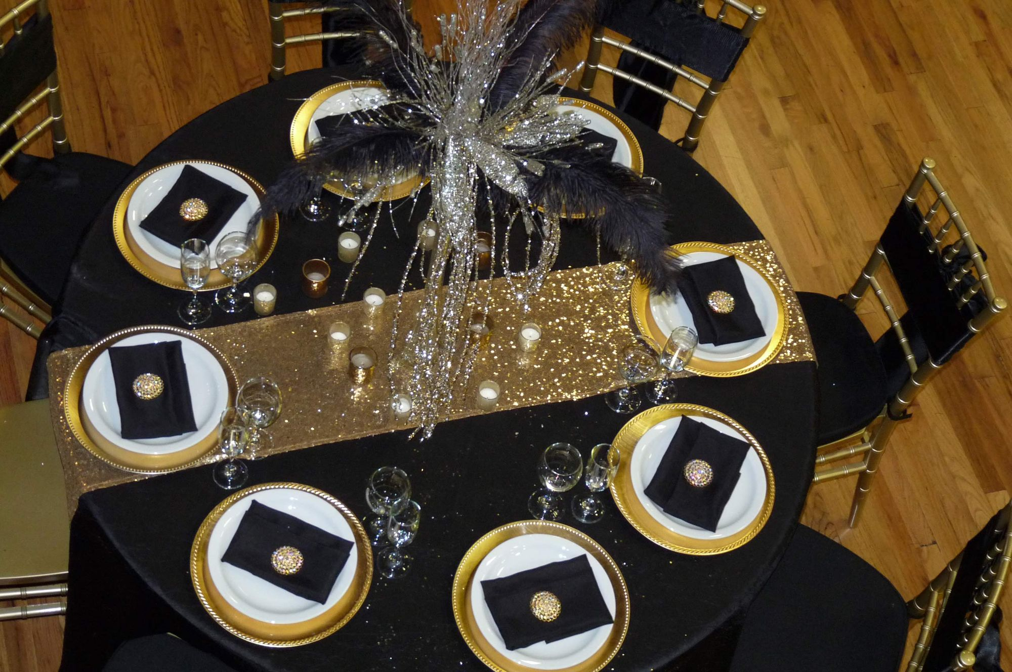 Infinity_Event_Corporate_Holiday_Parties_Gold_Black_Holiday_Decor.jpg