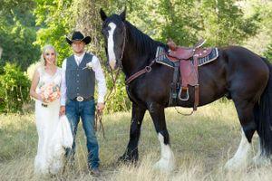 Kristin_Haven_Blacksmith_Fork_Canyon_Hyrum_Utah_Couple_With_Horse.jpg