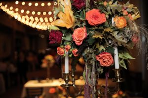 Felicia_Jared_Park_City_Mountain_Resort_Park_City_Utah_Bistro_Lights_Flower_Arrangement.jpg
