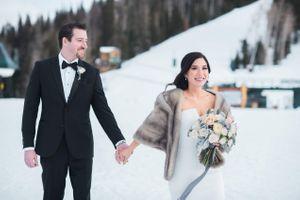 Julia_Mark_Silver_Lake_Lodge_Deer_Valley_Resort_Park_City_Utah_Happy_Couple_Walking_In_Snow.jpg