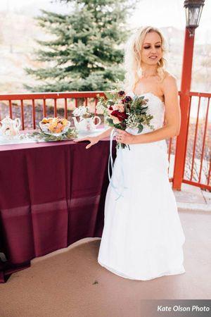 Modern_Vintage_Wedding_Styled_Zermatt_Resort_Midway_Utah_Colorful_Autumn_Bouquet_Tempting_Desserts.jpg