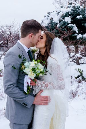 Shauna_Blake_Northampton_House_American_Fork_Utah_Couple_Kissing_Wedding_Day.jpg