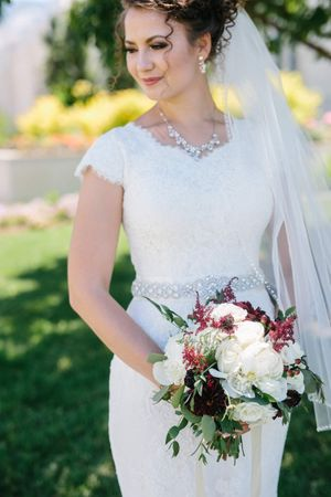 Chloe_Austin_Ben_Lomond_Suites_Ogden_Utah_Great_Gatsby_Beautiful_Smiling_Bride_Elegant_Bouquet.jpg