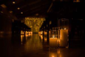 Julia_Mark_Silver_Lake_Lodge_Deer_Valley_Resort_Park_City_Utah_Warm_Glowing_Candle_Lit_Aisleway.jpg