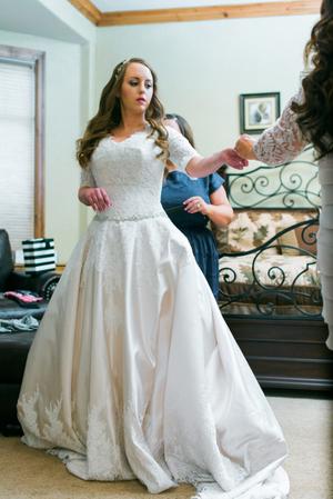 Katelyn_David_Bride_Elegant_Dress.jpg