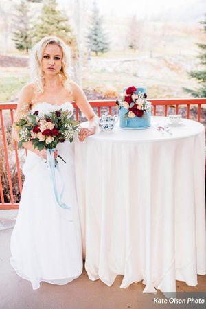 Modern_Vintage_Wedding_Styled_Zermatt_Resort_Midway_Utah_Beautiful_Blue_Colors.jpg