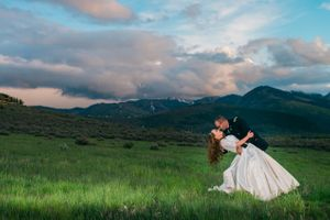 Katelyn_David_Park_City_Utah_Romantic_Kiss_Sunset.jpg