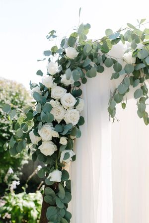 Tasha_Chip_Salt_Lake_City_Utah_Backdrop_Detail_Flower_Garland.jpg