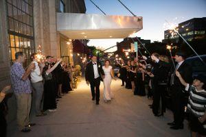 Chloe_Austin_Ben_Lomond_Suites_Ogden_Utah_Great_Gatsby_Sendoff_Classic_Final_Kiss (2).jpg