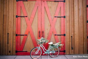 Charming_Barn_Wedding_Quiet_Meadow_Farms_Mapleton_Utah_Flower-Decked_Bicycle.jpg
