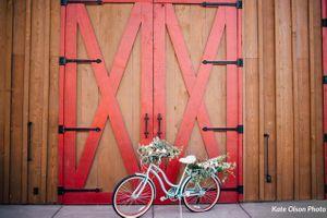 Charming_Barn_Wedding_Quiet_Meadow_Farms_Mapleton_Utah_Flower-Decked_Bicycle.jpg