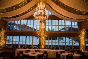 Julia_Mark_Silver_Lake_Lodge_Deer_Valley_Resort_Park_City_Utah_Head_Table_Lighted_Ceiling_Trees_Chandelier.jpg