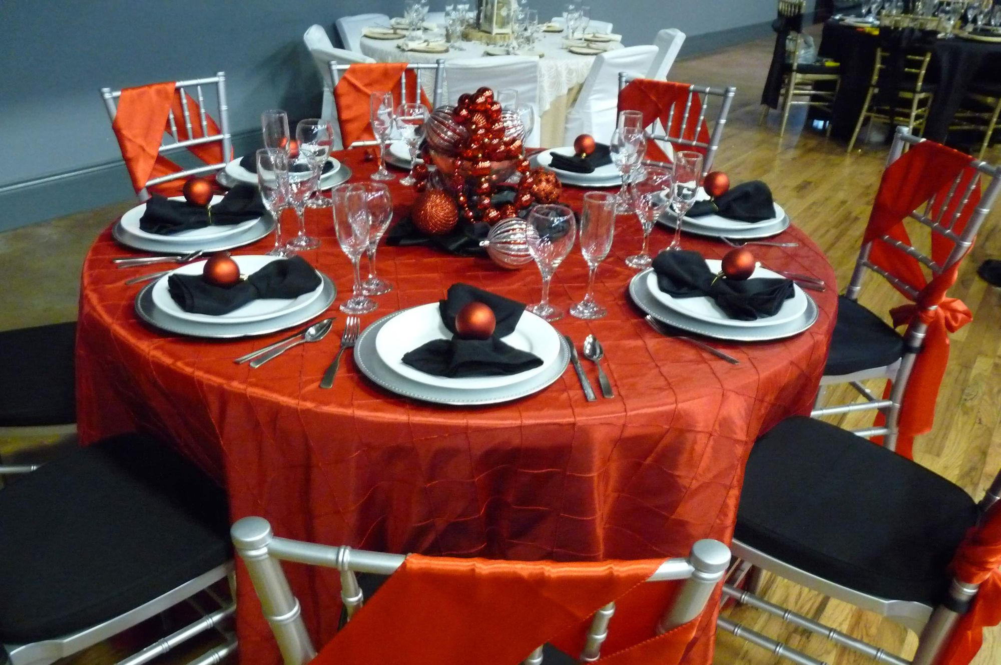 Infinity_Event_Corporate_Holiday_Parties_Christmas_Table_Decor_1.jpg