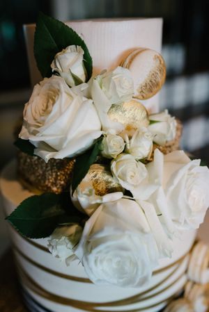 Tasha_Chip_Salt_Lake_City_Utah_Wedding_Cake_Detail_White_Roses.jpg