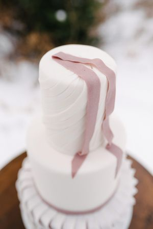 Rocky_Mountain_Bride_Winter_Elopement_Deer_Valley_Empire_Lodge_Deer_Valley_Resort_Park_City_Utah_Wedding_Cake_Detail.jpg