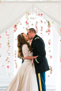 Katelyn_David_Park_City_Utah_Couple_Kissing_Carnation_Backdrop.jpg