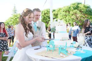 Aspyn_Steven_Bear_Lake_Utah_Cutting_Cake.jpg