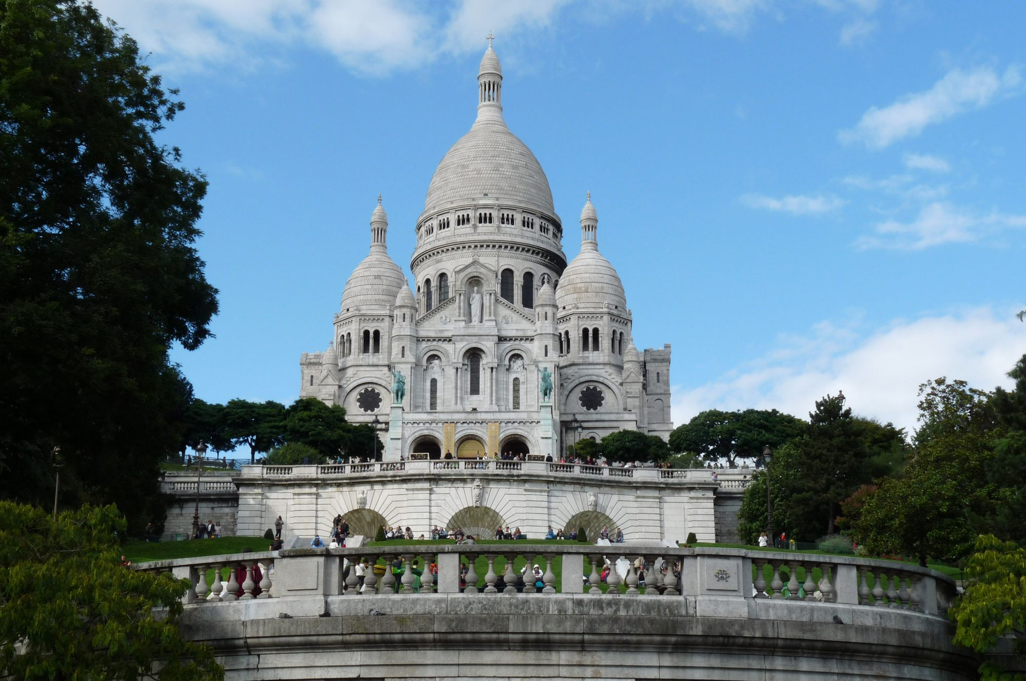 Is_a_Destination_Wedding_in_Your_Future_Paris,_France_Sacré-Cœur.jpg