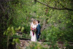Claire_Scott_Millcreek_Inn_Salt_Lake_City_Utah_Couple_Kissing_Bridge.jpg