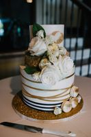 Tasha_Chip_Salt_Lake_City_Utah_Flower_Accented_Wedding_Cake.jpg